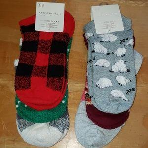 2 nwt 3 pack socks.